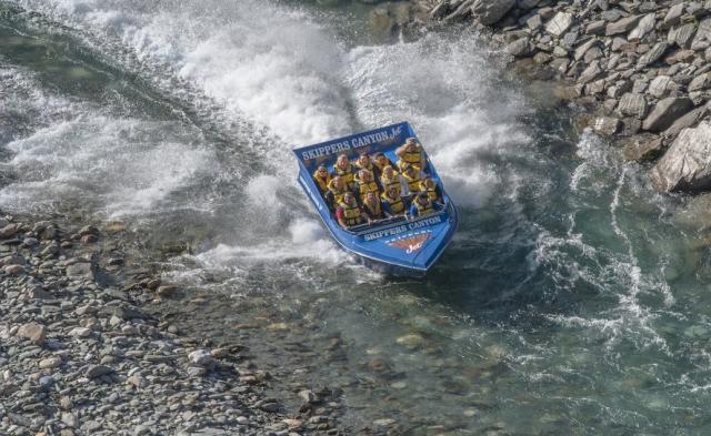 Tryskovým člunem za zlatem