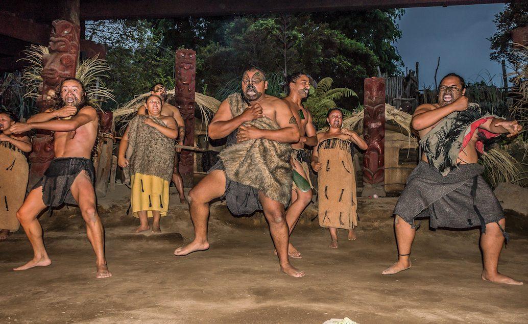 Maorské vystoupení ve vesnici Mitai