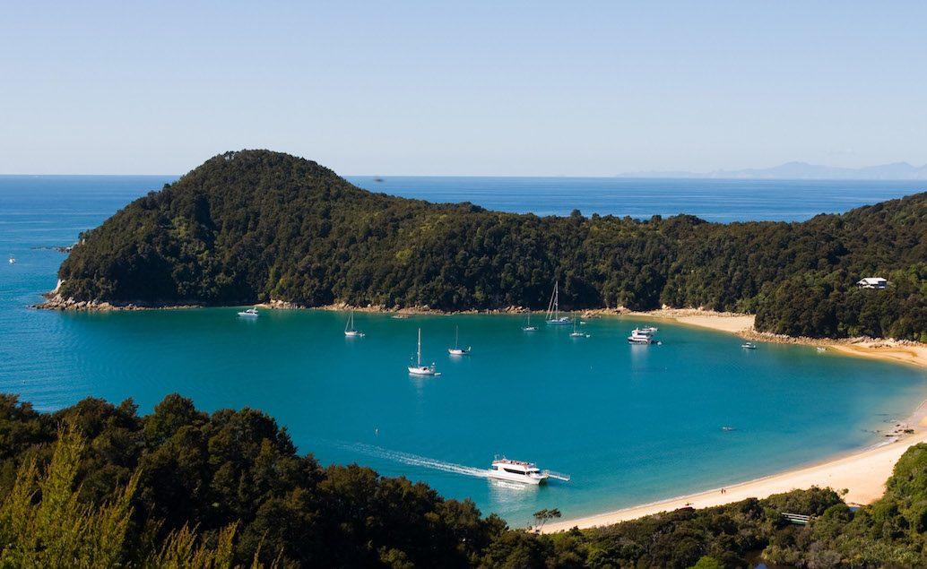 Plachetnicí po Národním parku Abel Tasman