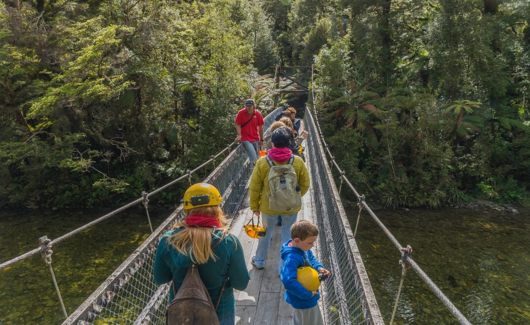 Výpravy do jeskyní Nového Zélandu