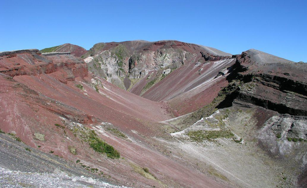 Let nad kráterem hory Tarawera a návštěva Te Puia